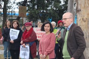 Brunswick MP Dr Tim Read speaking Save the Trees Gandolfo Gardens Community Rally October 20
